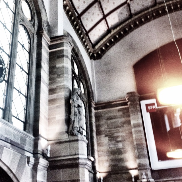 Gare de Strasbourg. Direction Paris.