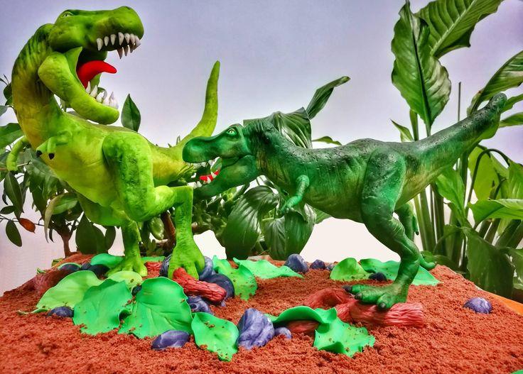 Jurassic Party - Dinosauri in pasta di zucchero. Continua qui >> https://bcreativepartyplanners.com/2017/03/25/jurassic-party/