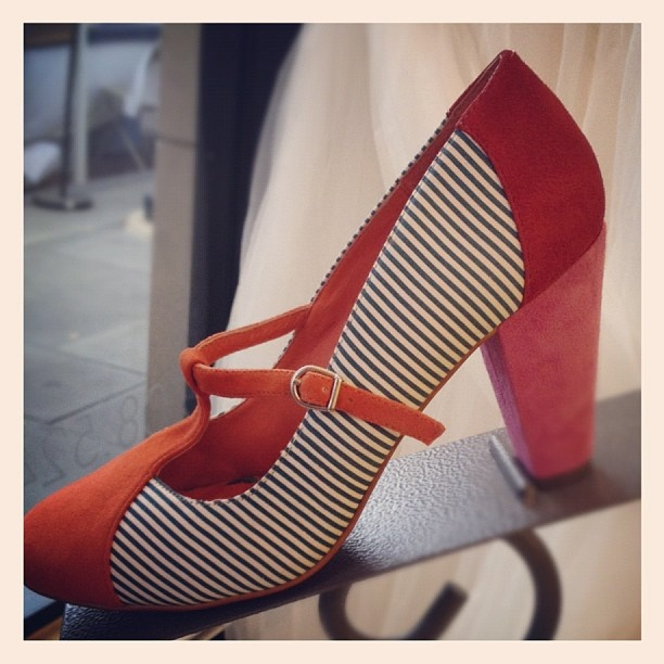 Shoes – orange, pink, and red suede, plus stripes. And a t-strap. YES.Orange Red, Walks In Closets, Style, Clothes'S Sho, Retro Shoes, Fall Winte Wear, Shoes Galore, Red Suede, Shoes Heels