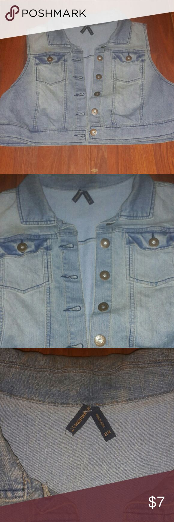 Cropped sleeveless denim jacket Pre-owned- Never worn-Great for strapless dresses Highway Jeans Jackets & Coats Vests