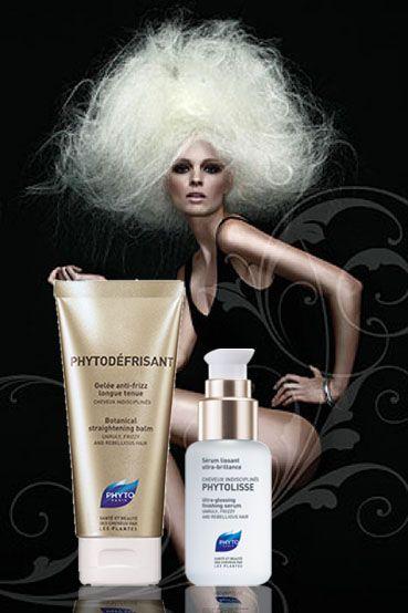 Υγρασία VS hair styling! Ποια γυναίκα δεν θα ήθελε μια οριστική λύση κατά του φριζαρίσματος? Η Phyto την έχει βρει ήδη για μας. Το μαγικό serum Phytolisse, προσφέρει τέλεια λείανση στα μαλλιά μας κατά τη διάρκεια της μέρας χωρίς να χρειάζεται ξέβγαλμα!  Για μια τέλεια βραδινή έξοδο χωρίς να σκεφτόμαστε το styling μας, το Phytodéfrisant, είναι το μόνο που χρειαζόμαστε! Ένα super ζελ με 99% φυτική φόρμουλα, προσφέρει ένα τέλειο ίσιωμα ενώ ταυτόχρονα χαρίζει τόνωση και ενυδάτωση…