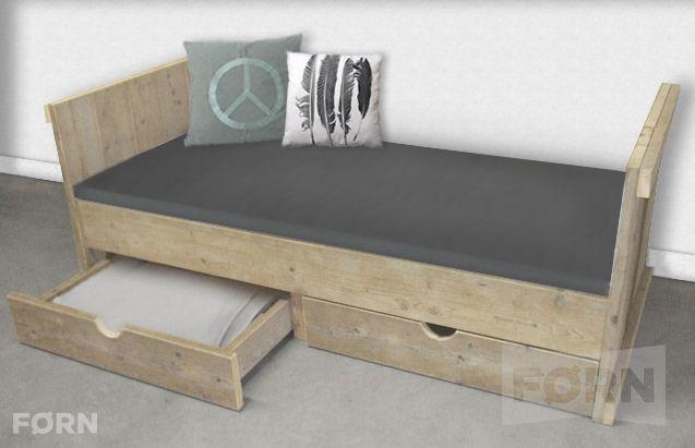 Bauholz Bett mit Schublade I Einzelbett für Kinder & Erwachsene aus Bauholz perfecte für Ihr Zuhause. Kaufen Sie ihn jetzt nur bei uns!    Wohnideen | Einrichtungsideen | Einrichten | Wohnzimmer | Stahl | Bauholz
