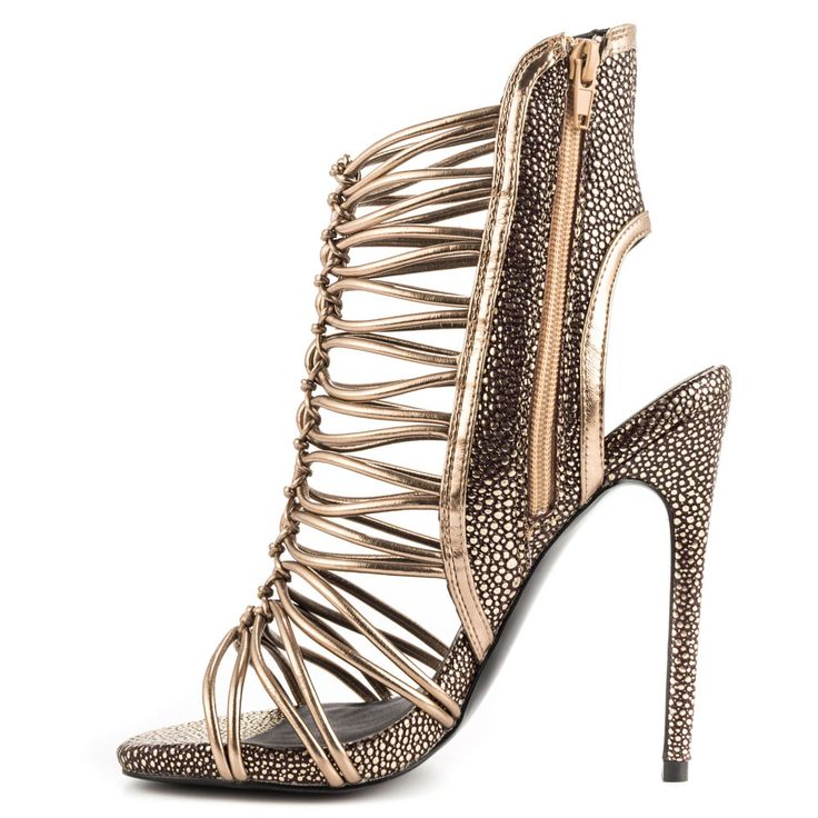 About Steve Madden. Famous designer Steve Madden started his iconic brand in Nothing fancy, he was selling the shoes from the back of his car and only made a small investment of dollar.