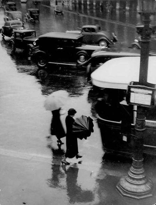 Brassai - Rue de Rivoli, Sous le Pluie, c. 1937