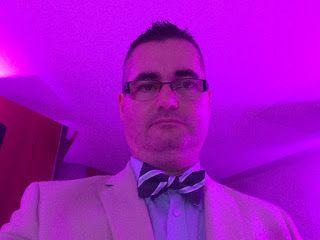 Esküvői dj blog: Esküvői dj és ceremóniamester csokornyakkendőben