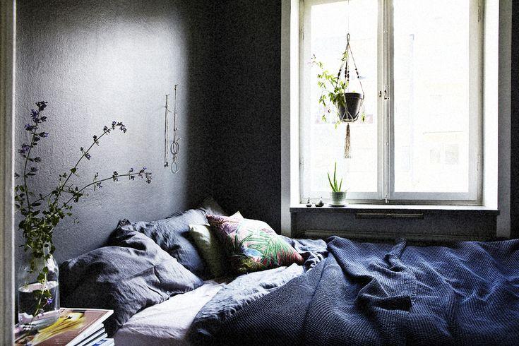 Dark and cozy bedroom. Image by Martin Wichardt.