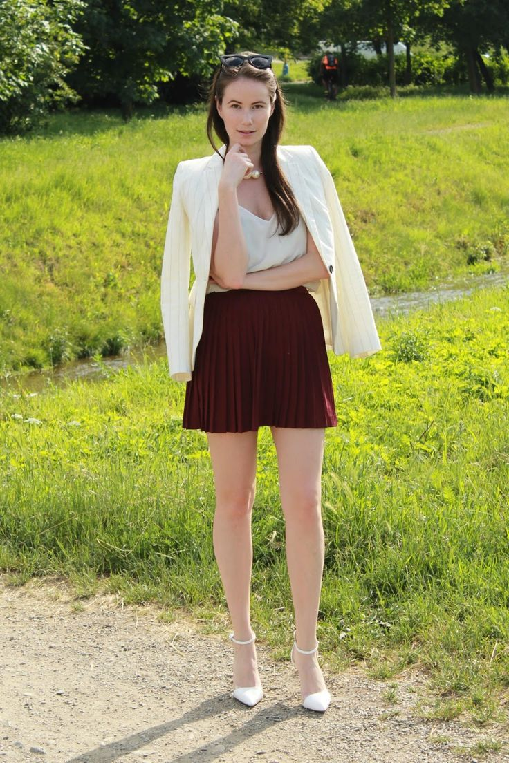 Stiletto in the Cloud: Burgundy in Summer & Co-Hosting a LINK-UP