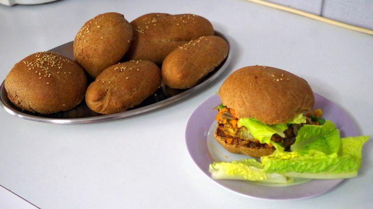 Χορτοφαγικό Burger  http://championsland.blogspot.com/2014/05/xortofagiko-burger-me-mpifteki-apo-revithia.html