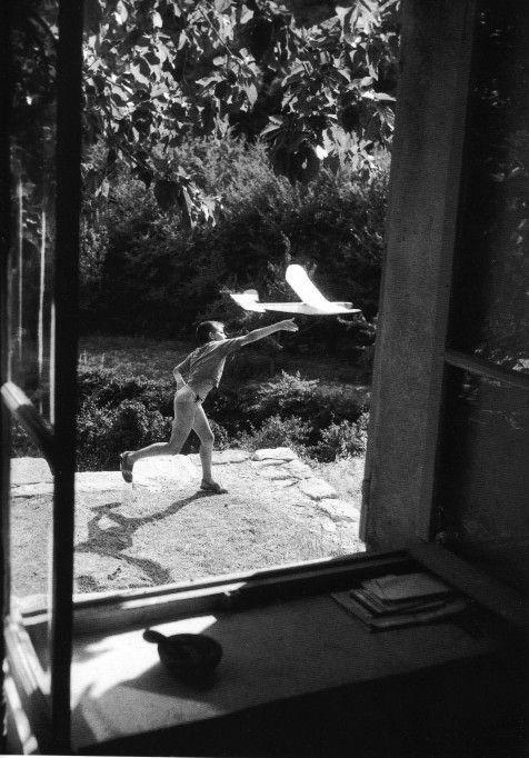 Willy Ronis, Gordes 1952. Ext. de « Provence » (le Lubéron du siècle dernier). Préface Edmonde Charles-Roux, éditions Hoëbeke - 1998 (source...