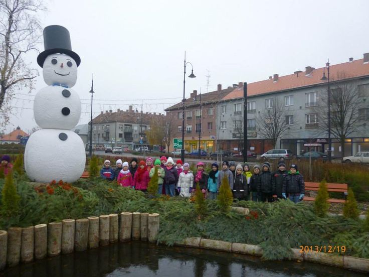 My daughter's class with the big snowman