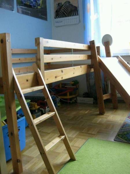 Verk. Massivholz Kinderhochbett mit Rutsche. Bett kann auch ohne Rutsche aufgebaut/verwendet werden. Bett ist gebraucht, hat schon hier und da paar Macken. Ein passender Lattenrost ist zusätzlich auch noch dabei (ursprünglich waren nur Bretter als Lattenrost beim Bett vorgesehen).Maße (LxBxH): ca. 210cmx100cmx100cm (nur Maße des Betts)Baldmöglichst an Selbstabholer zu verkaufen.