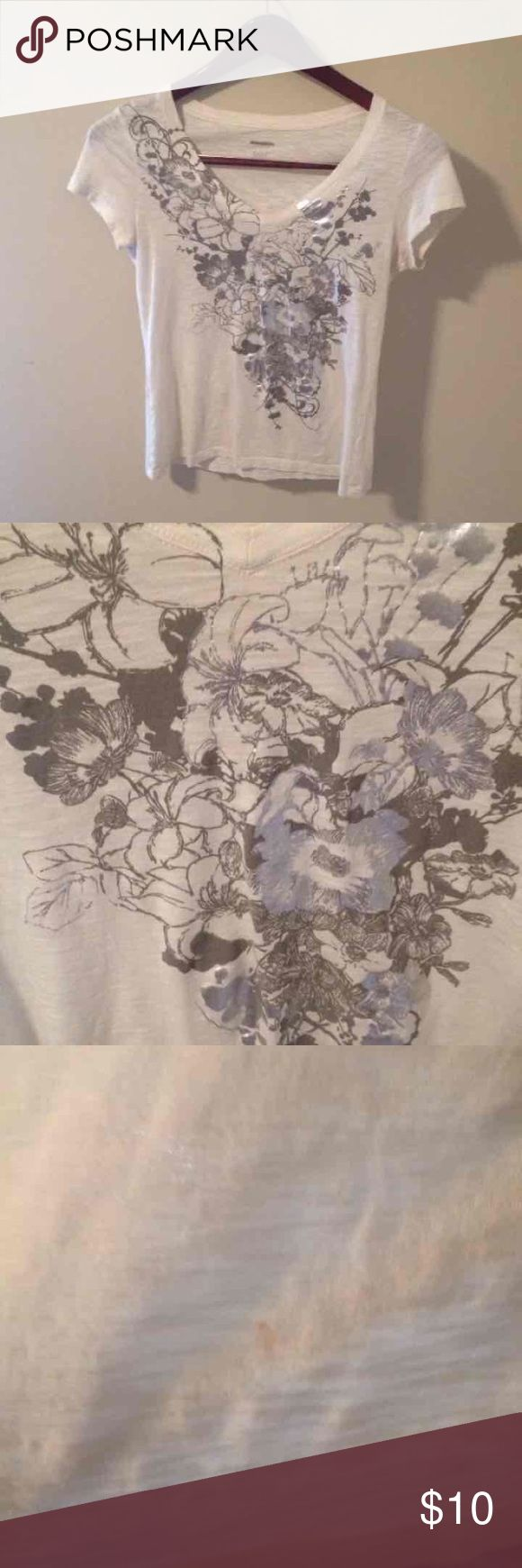 Express White Woman's Tee. Sz. small Express White Woman's Tee. Sz. small  A few little spots/holes hardly noticeable. Express label has a line through it.Overall Good Condition! Sold as is. Express Tops Tees - Short Sleeve
