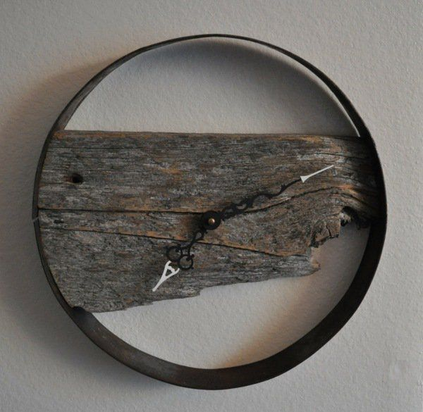 Déco originale pour le mur de votre salon avec une pièce de bois vintage