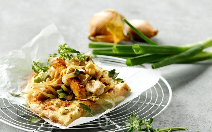 Hytteostpizza med løg og kylling