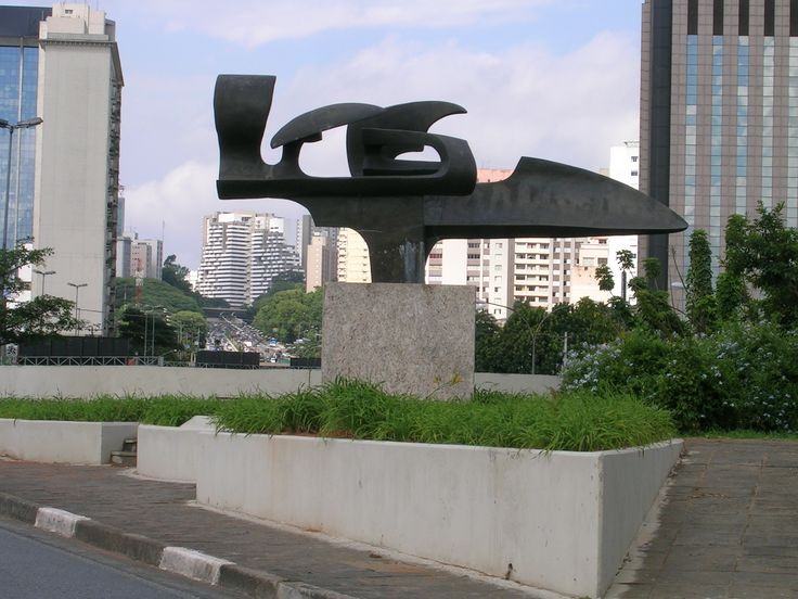"""Ayrton Senna Square in Brazil, near the Ibirapuera Park, in the neighborhood of Paraíso, South Zone of São Paulo. The entrance to the place is Rua Curitiba. In the center of the square is the Monument """"Speed: Soul and Emotion"""" created by Melindra Garcia"""