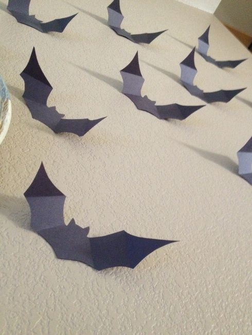 FREE paper bat halloween decorations, with stencil