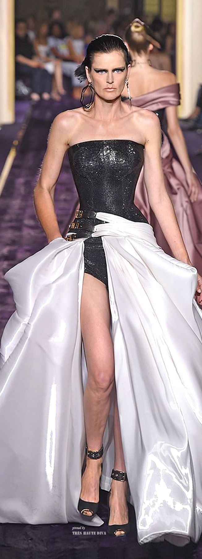 Awesome outfit!! Atelier Versace Fall 2014 Couture ♔ Haute Couture Week Paris jaglady