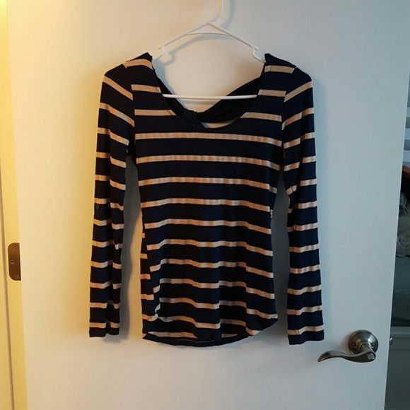 Stripped navy and beige long sleeve top Stripped navy and beige long sleeve top, gently worn, 71% rayon, 21% polyester, 8% spandex Monteau Tops Tees - Long Sleeve