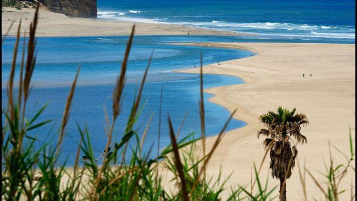 Près d'Obidos, l'impressionnante Fox do Arelho, l'embouchure de la rivière et ses longues plages de sable blanc, forment un précieux écosystème.