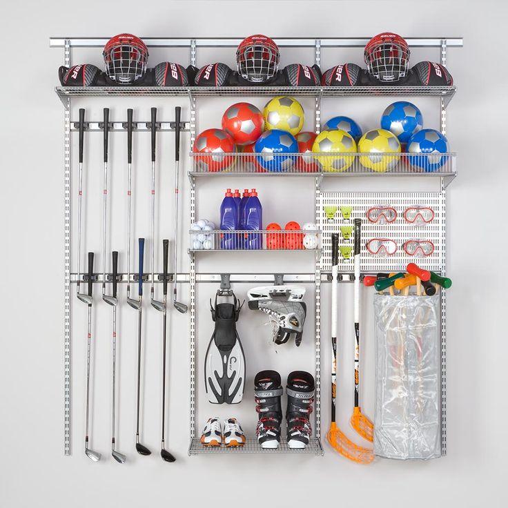 Rangement spécial sportif avec système suspendu Elfa, crochets et lisse utility pour ranger accessoires de sport