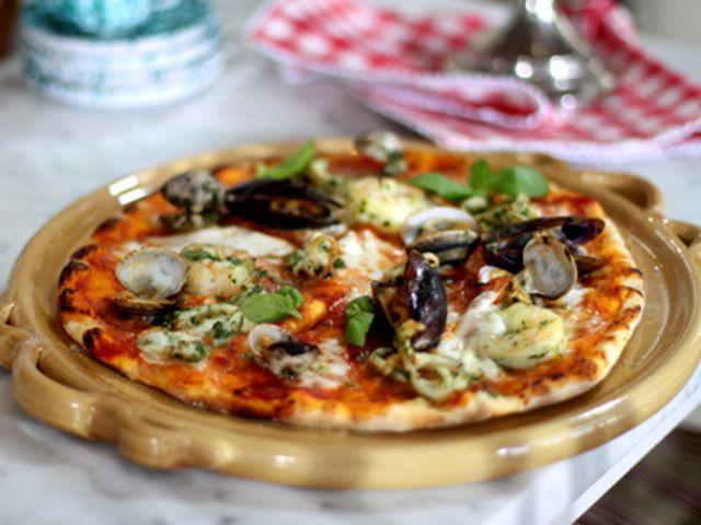 Pizzadeg med surdeg, grundrecept (kock Leila Lindholm)