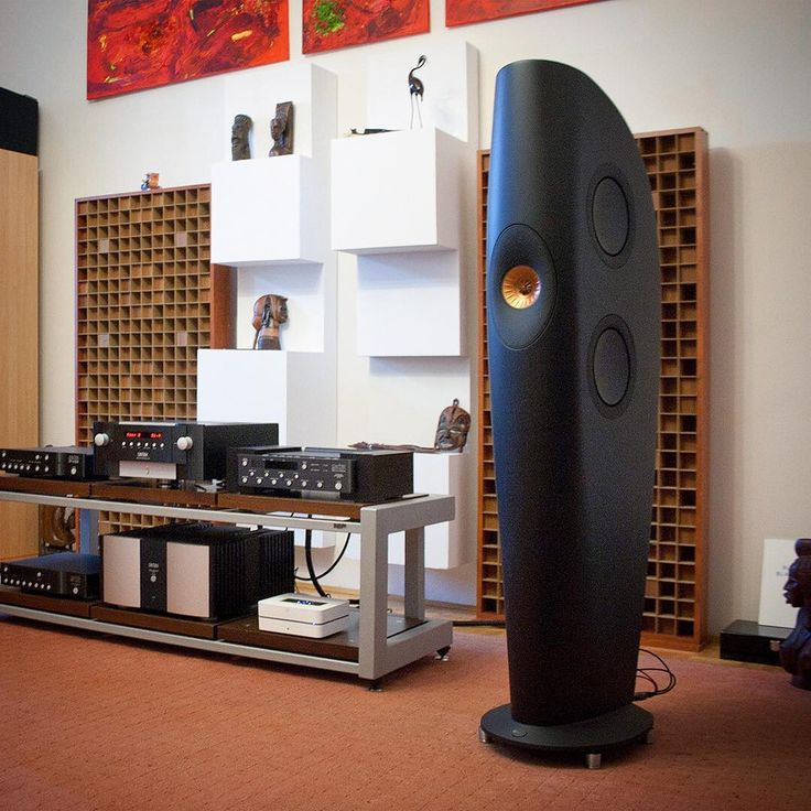 It looks perfect, it sounds perfect - KEF Blade speakers with @marklevinson electronics at the Multipak #hifi Show. Very deep and wide soundstage, with great tonal balance and dynamics. One of the best sounding system at the Show.