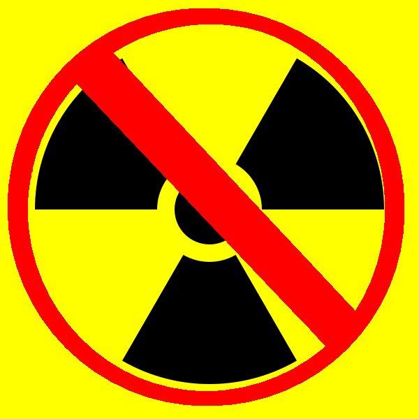 Las centrales nucleares utilizan normalmente uranio 235, que tras el proceso se queda reducido a casi un centenar de subproductos diferentes, todos ellos radiactivos en mayor o menor medida. Aquellos residuos menos radiactivos son enterrados en superficie, mientras que aquellos que requieren un mayor control son almacenados en profundidad y siguen activos durante años.