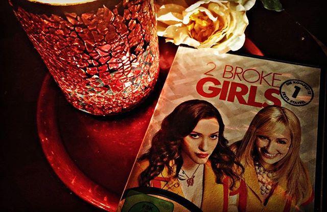 Diesen Abend verbringe ich mit den zwei Mädchen von '2 broke girls'.💕 Schlaft gut. #Tvserie #katdennings #beth behrs