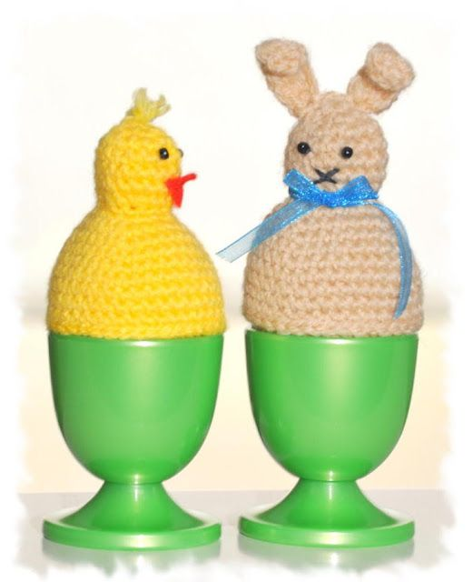 Grietjekarwietje: Eiwarmers Pasen/ Egg warmers Easter  ~ LINK CORRECT and pattern is FREE when I checked on 04/09/2015.