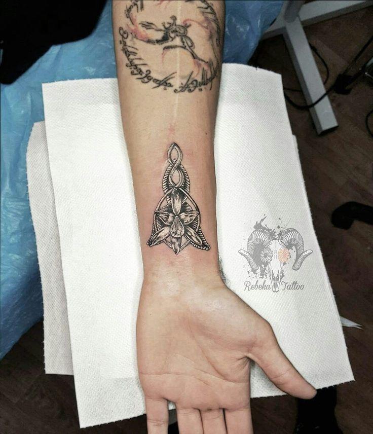 Arwens realistic black and white evenstar tattoo  #lotr #evenstar #arwen #nerdtattoo