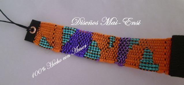 Diseño de autor, hecho en telar de bisutería con hilo de seda y mostacillas