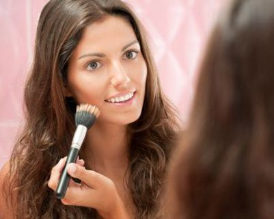 Stop Toxic Stuff in your body: How to DIY Natural Makeup on the Cheap Translucent Face Powder:      ½ teaspoon cornstarch     1 teaspoon baby powder or talc (you can leave this out if you want)     1 teaspoon nutmeg (optional)