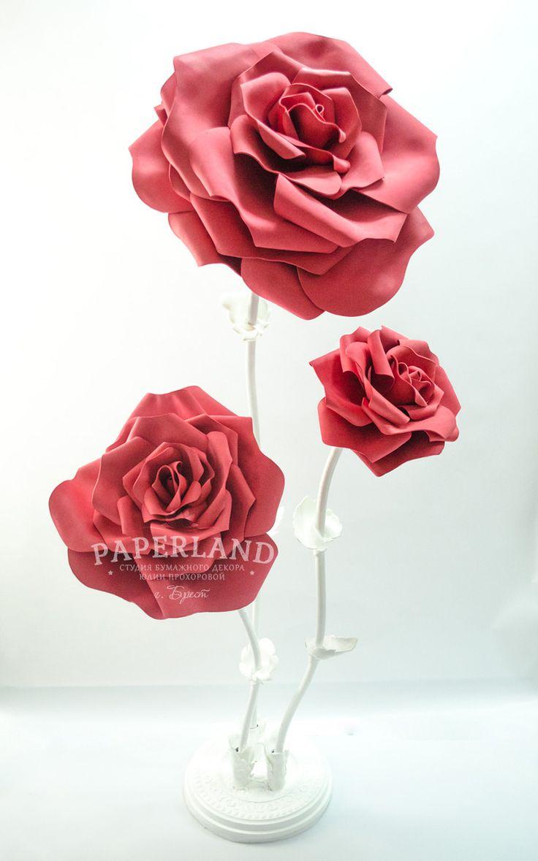 Большая красная роза