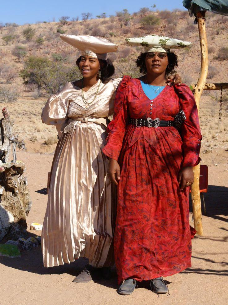 Mujeres herero cerca de Uis, Namibia. Los herero son una etnia del grupo bantú en el sur de África. En la actualidad los herero están repartidos entre tres países:
