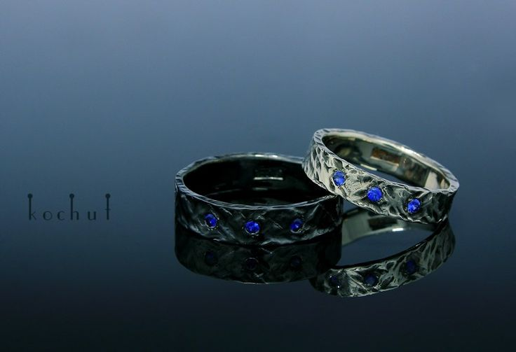 Weddings band. White gold and black rodium Sapphire Kochut Design