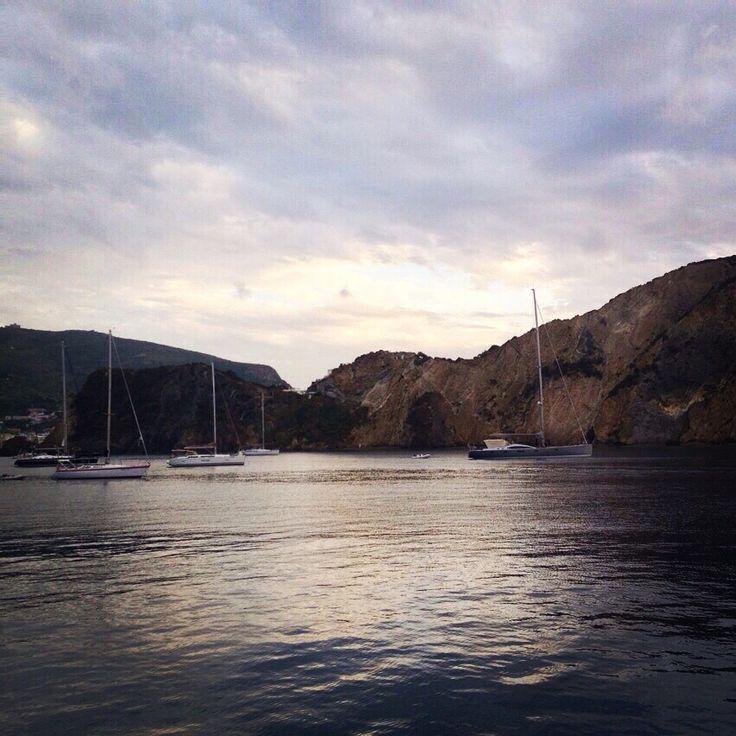 #Lovemile ⛵️#yachtlife #amazing #yachts ⚓️#photooftheday #picoftheday #sea #sky #яхты #путешествие ⛅️