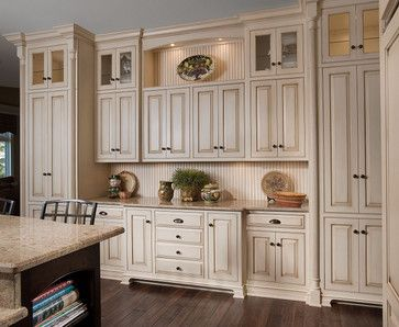 Houzz kitchen hutch redoing kitchen cabinets design for Ideas to redo old kitchen cabinets