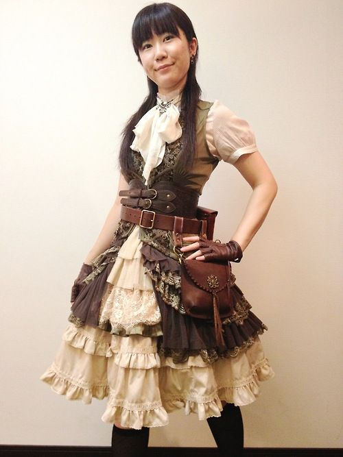 my steampunk lolita coordinate for summer  夏のスチームパンクロリィタコーディネート。    long vest - Ozz On Japan  blouse - no brand  under skirt - bodyline & Ozz On Japan  waist belt - Forever 21