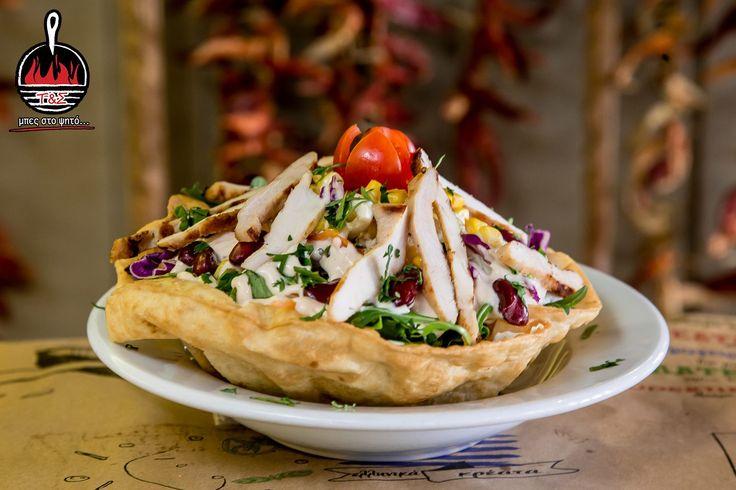 Σαλάτα κοτόπουλο σε τορτίγια - Μαρούλι, λάχανο, ντοματίνια, καλαμπόκι, κόκκινα φασόλια και στήθος κοτόπουλου ψημένο στη σχάρα!! και online www.tiganiesdelivery.gr #ΤηγανιέςΣχάρες #μπες_στο_ψητο #αγαπαμε_το_κρεας #Ψητοπωλείο #Θεσσαλονίκη #Λαδάδικα #Καυταντζόγλου