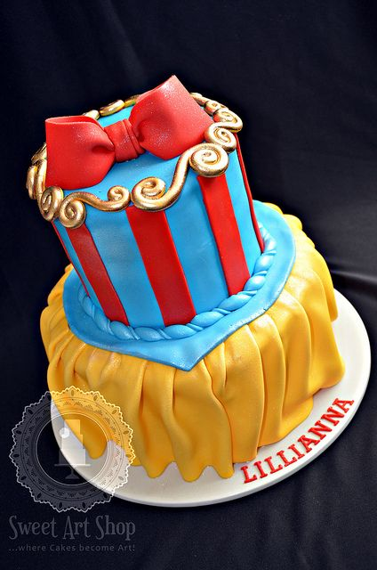 Snow White Cake -- can we say adorable!