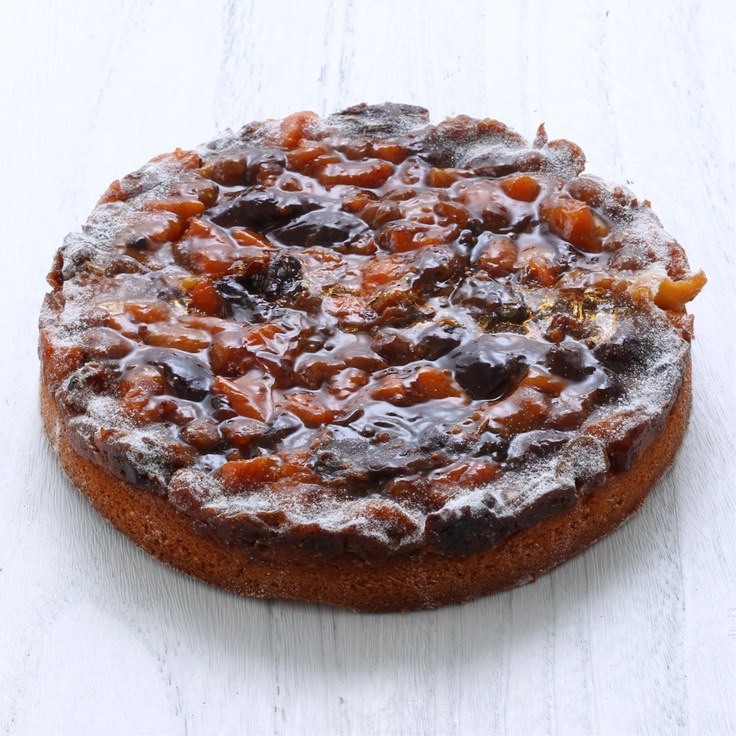 サロン・ド・ガトー タカバヤシ/ドライフルーツのタルト 18cm 3250yen 自然の甘さがぎゅっ!と詰まったフルーツケーキ