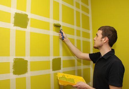 Как покрасить стены в полоску и квадрат: http://www.domfront.ru/2012/02/krasim-steny-v-polosku/
