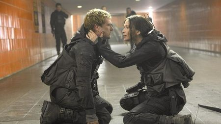 New Mockingjay Part 2 Stills & Behind the Scenes Details From Francis Lawrence and Nina Jacobson in LA Times - The Hunger Games News - Panem Propaganda