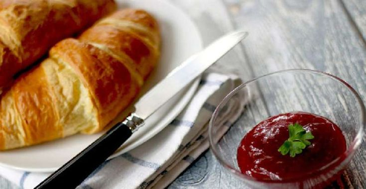 Kennst du das Problem? Du hast gerade gefrühstückt und könntest dennoch wieder ordentlich zulangen? Macht Frühstücken hungrig? Wir sagen es dir.