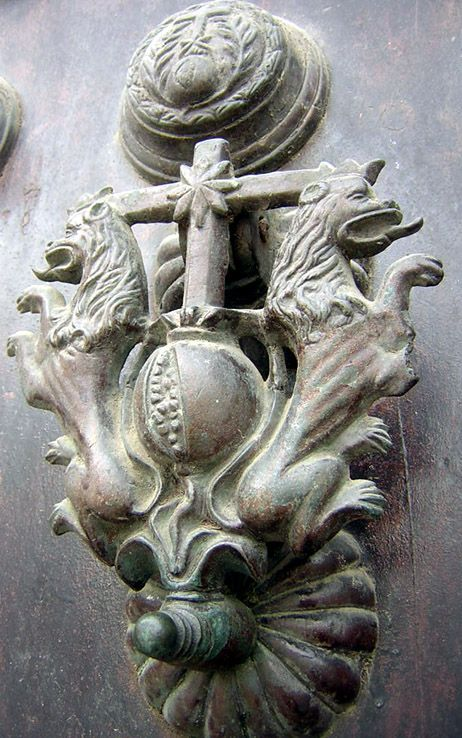 lions door knocker. I repined this from http://www.trekearth.com/gallery/Europe/Spain/Andalucia/Cadiz/Cadiz/photo418731.htm