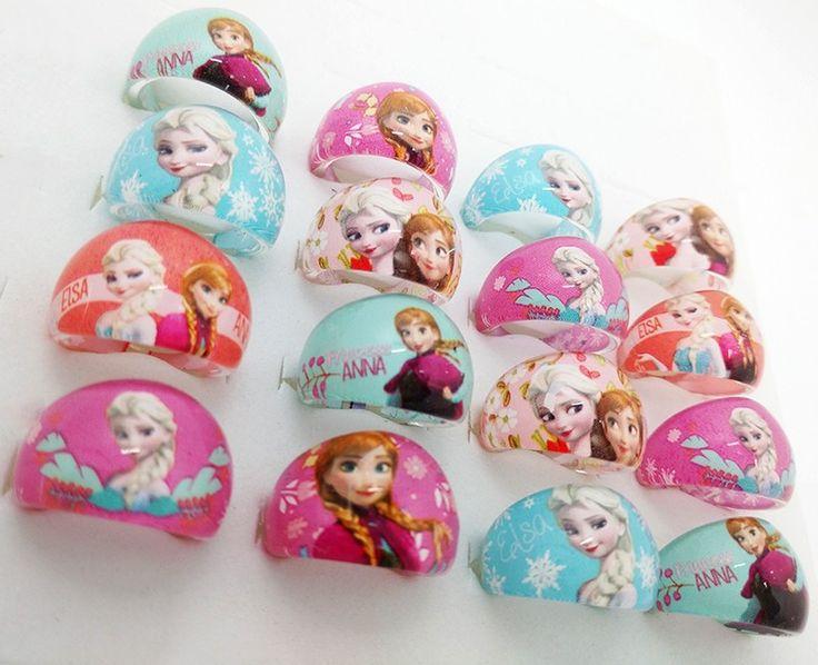 Anelli in Plastica di Principessa Frozen Anna e Elsa personaggio molto amato dalle Bambine.  è un idea originale da regalare come gadget a tutte le bambine presenti alla festa di compleanno e/o possono essere rivenduti sulle bancarelle  Acquista questo lotto e stock gioco bambini €0,49