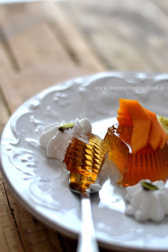 """Gelatina di Zibibbo un insolito """"mangia e bevi"""" di fine pasto fresco,dolce e leggero! http://www.zagaraecedro.ifood.it/2015/07/gelatina-di-zibibbo.html"""