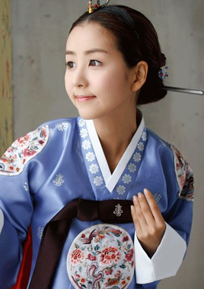 Why are you looking that side young lady. Beautiful hanbok though,