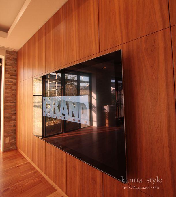 愛知県T邸ブラックチェリーの壁面収納。木の壁の様なすっきりした収納家具   kanna