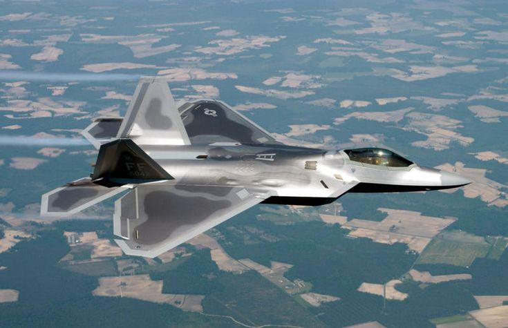 El F-22 Raptor es un caza de reacción de quinta generación que es considerado por la Fuerza Aérea de los Estados Unidos como un avión furtivo de cuarta generación. Su par de motores turbofán con postcombustión Pratt & Whitney F119-PW-100 incorporan empuje vectorial en el eje de cabeceo, con un recorrido de ±20 grados.